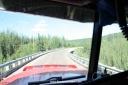 pont courbe en bois sur l'ancienne Alaska Highway